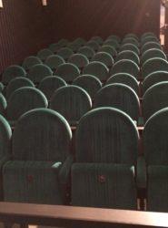Grüner Kinoklappstuhl